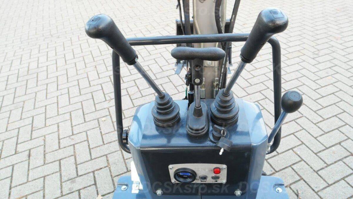 Minibagr-M200-bagr-strojeprodej.cz-5